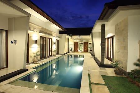 Kubu Nyoman Villas - Standart Room2 - Denpasar - Leilighet