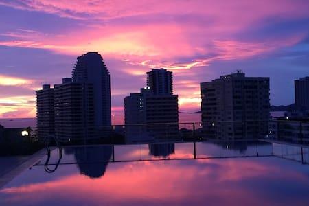 bel appartement avec piscine sur le toit vue mer