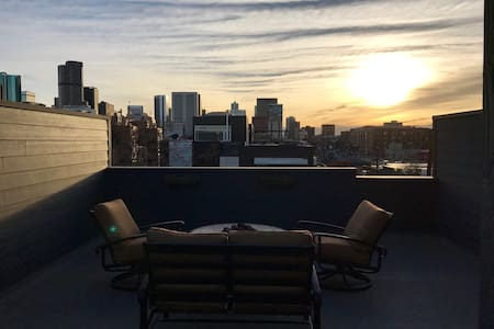 Modern Townhouse in Downtown Denvers RiNo District - Denver - Townhouse