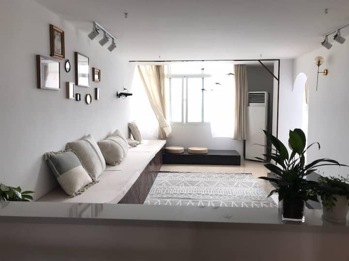 【美宿民宿】法式乡村风格主题两居室双床房·近龙宫大白鲸·高速出入口·高铁站·飞机场·