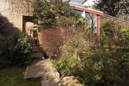 Grande maison d'architecte calme à Sèvres - Sèvres