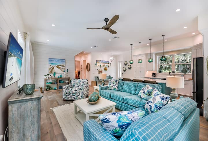 CORAL COTTAGE ON CAPTIVA- LUXURY HOME ON CAPTIVA, PRIVATE POOL, SHORT WALK TO BEACH AND CLOSE TO ALL RESTAURANTS!