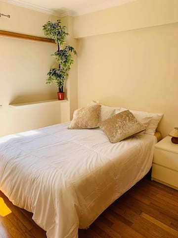 Bright and cozy room very central(special price)