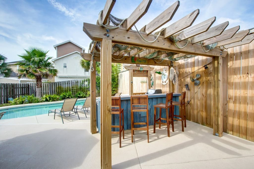 Amazing Backyard with Pool, Pergola, Outdoor Bar with Seating for 4, Gas Grill, & Mini Fridge!