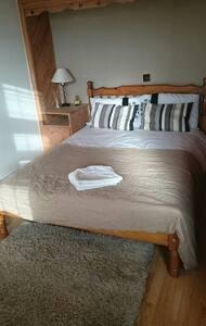 Nice private room near to Heathrow - Feltham