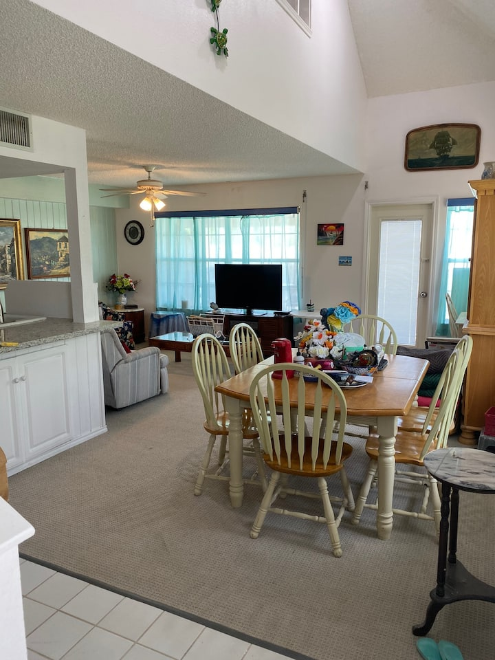 Enjoy the renovated airy waterfront Anchor Cottage