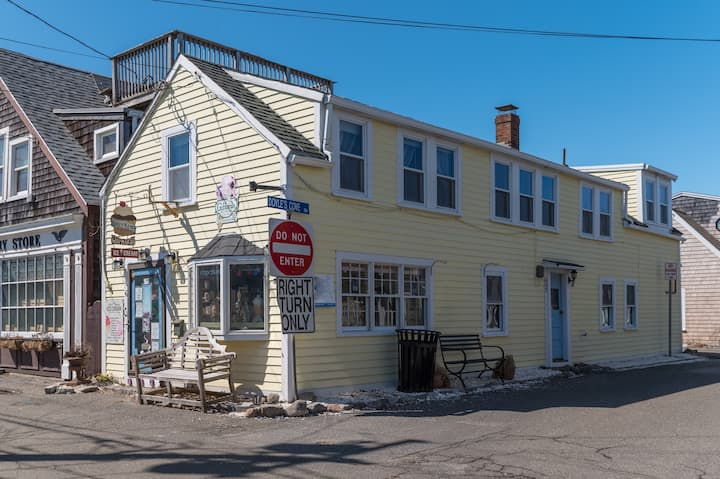 Charming Apt in Ctr of Rockport-Walk to Beach-WiFi