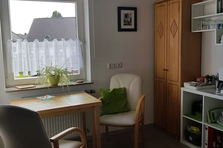 kleines helles Apartment, eigener Eingang, Roetgen