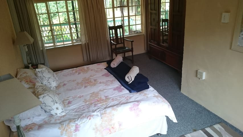 Main Bedroom, with MES