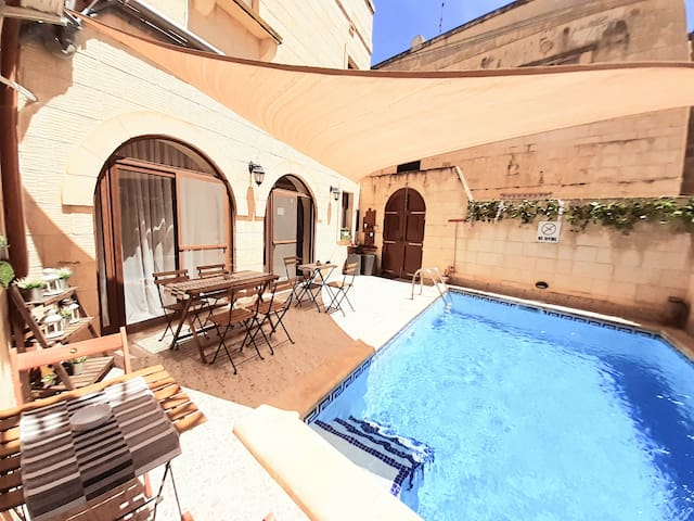 Laringa Holiday intera villa 9 posti letto