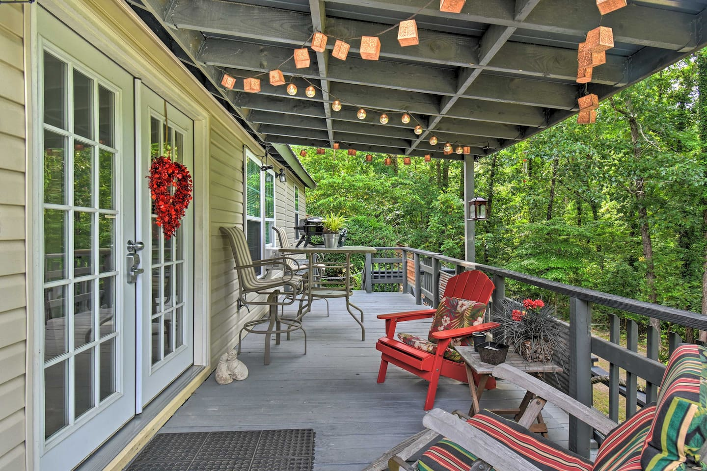 Find peace among nature in 'The Mona Lisa,' a 1-bed, 1-bath vacation rental!