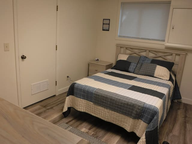 2nd guest bedroom downstairs with a full size bed