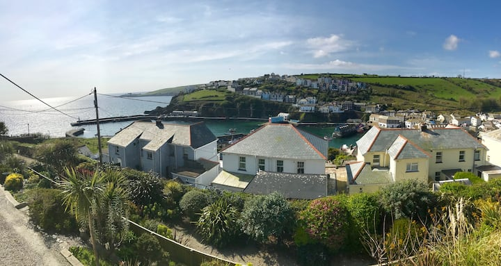 Coastguard Cottage, Mevagissey, Cornwall sleeps 6