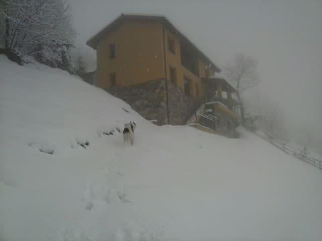 Casa en entorno privilegiado B- habitación 2 camas - Pandel de Berruga - บ้าน