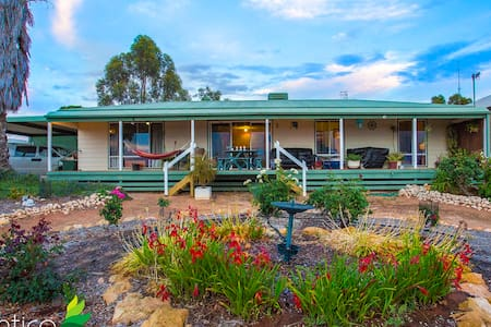 Tjunkaya's Gem Holiday Home- Morgan  River Murray