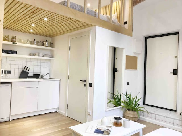 Stay at sunny and cozy loft, city center