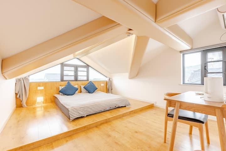 【茶墅-晚烟】 太湖西山岛风景区北欧阁楼宽大舒适的榻榻米床可见太湖!开窗即是景!