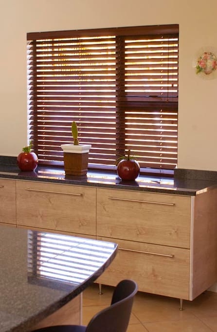Excellent finishes and wooden blinds throughout