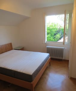 Nice room in idyllic residential villa - Cologny - Huis