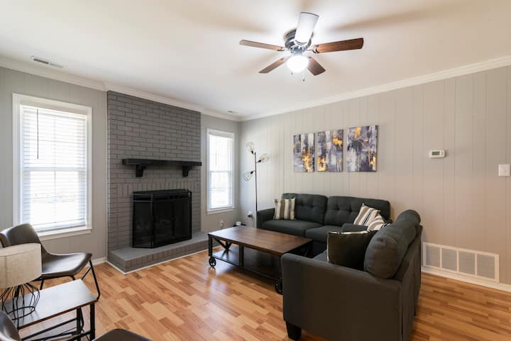 Cozy and Spacious 3/2 in South East Charlotte