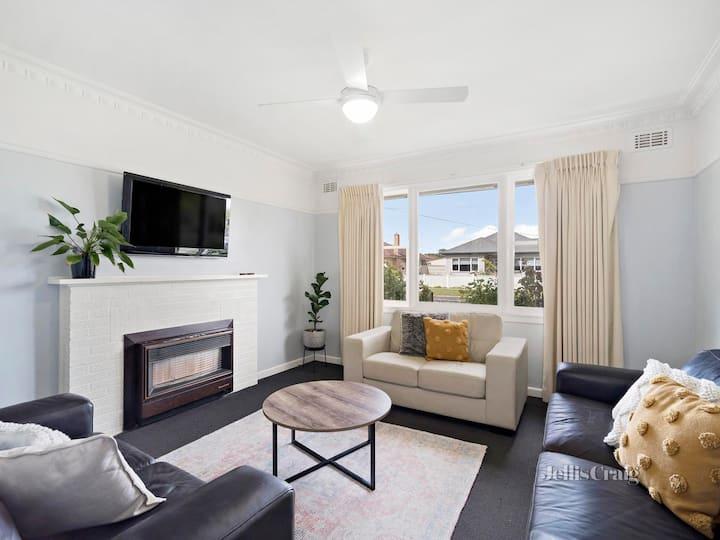 Entire 3-Bedroom House At Ballarat Lake Wendouree