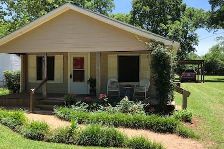 Sweet Tea & Roses— Quaint  Cottage in Bullard, TX