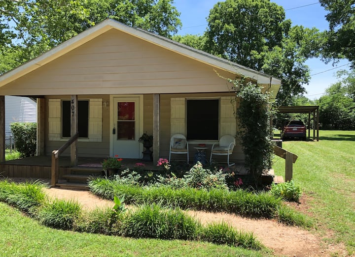 Sweet Tea & Roses— Quaint  Cottage in Bullard, TX