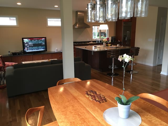 Modern home close to NYC train - Millburn - Ev