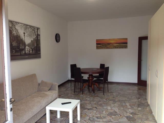 """Ampio Trilocale """"vicino agli Spedali Civili"""" - Brescia - Leilighet"""