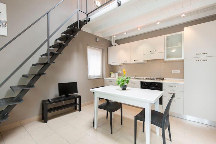 Arona Centro Storico Appartamento MARCO - Arona - Apartment