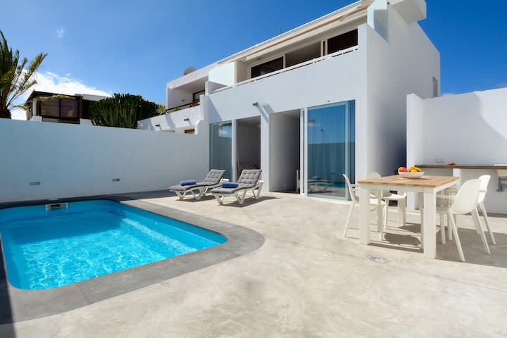Villa Sunrise Private Pool Sea views and Wifi!!