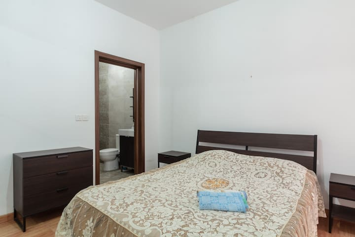 Modern Double Room w Ensuite in Cosy New Apartment - San Ġwann - Lägenhet
