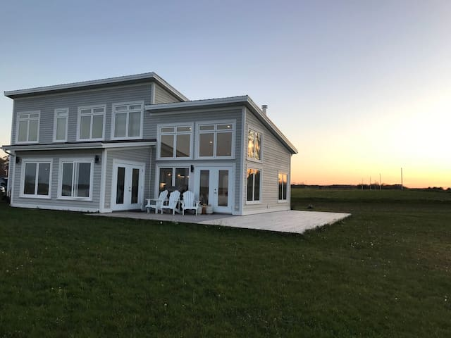 Modern Beach House on the Ocean