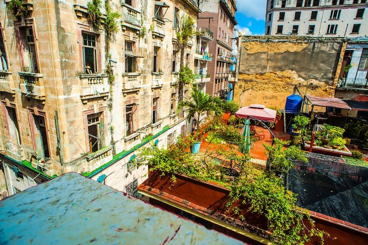 .Room with balcony with the best view, Old Havana.
