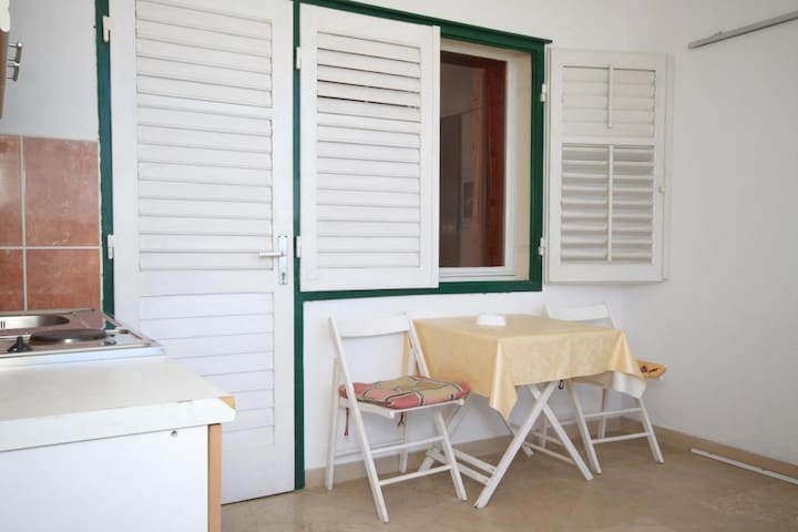 Studio flat near beach Brela (Makarska) (AS-6689-h)
