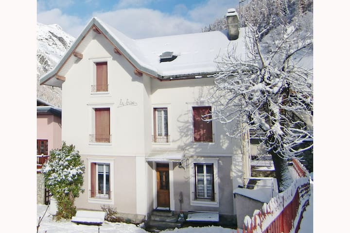 Cosy Villa in Tignes South of France near Ski Area