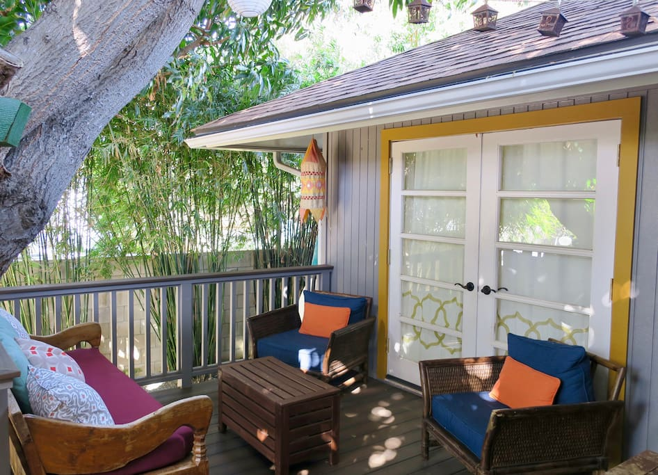Welcome to your urban oasis where you and your family can relax for your Hawaiian vacation!