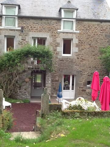 Maison de campagne bord de Rance à 6 km de Dinan - Plouër-sur-Rance - House