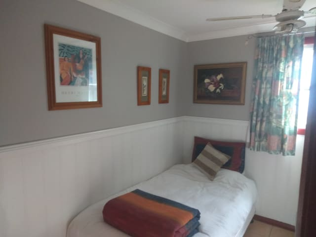 Male only, private room in share house.