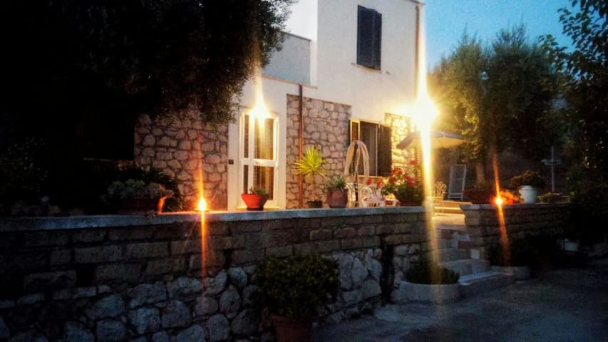 Cozy room in cozy stone farmhouse! - Sonnino - Rumah