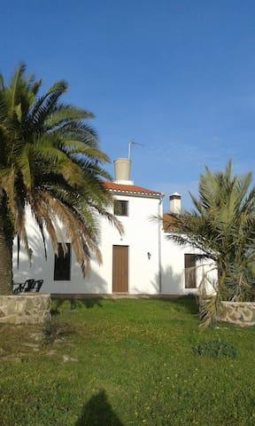 Alquilo Cortijo en  Dehesa de Jerez de los Caballe - Badajoz - Jiné