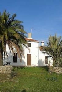 Alquilo Cortijo en  Dehesa de Jerez de los Caballe - Badajoz - Altres