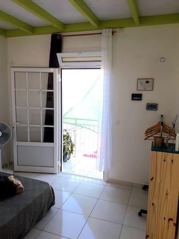 Chez MarieT - La chambre avec accès vue sur mer
