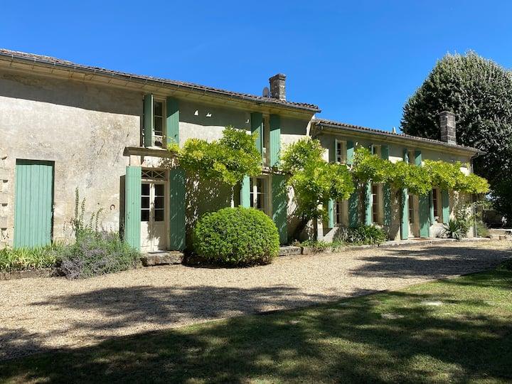 Villa Spacieuse avec piscine proche St Emilion