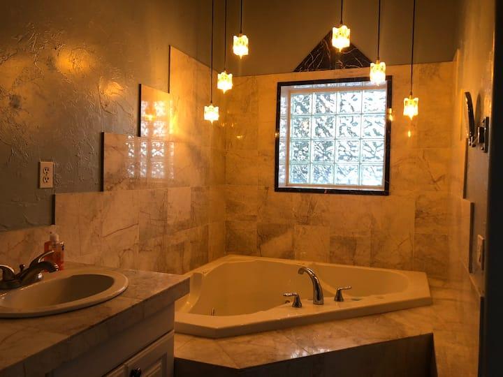 #1 Beautiful suite, private Jacuzzi tub &breakfast