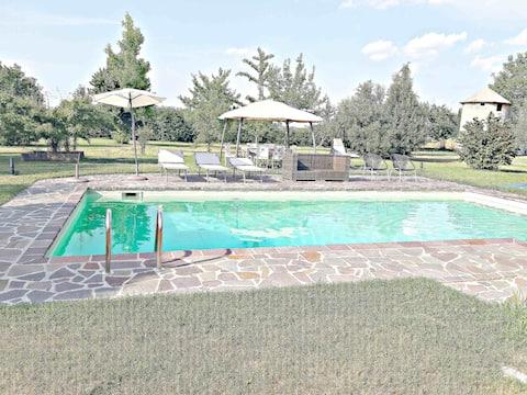 Villa con piscina 12x5mq,palestra e parco privato