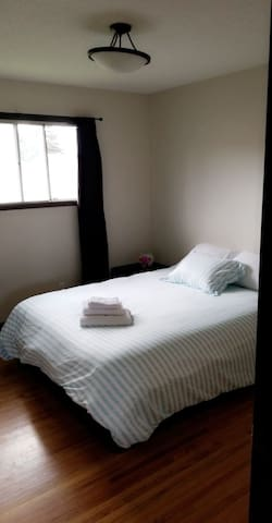 Hostel Style2- Private Room in Bowness (nearHWY 1)