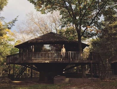 the tree house, by camp caitlin