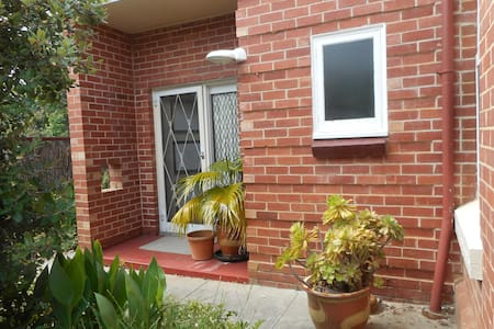 Newly renovated,114 yr old villa.Walk to train/bus - Lower Mitcham