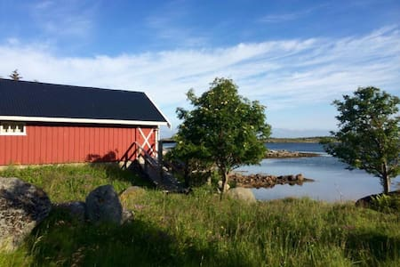 Cabin by the sea with amazing views - Vestvågøy - 小屋